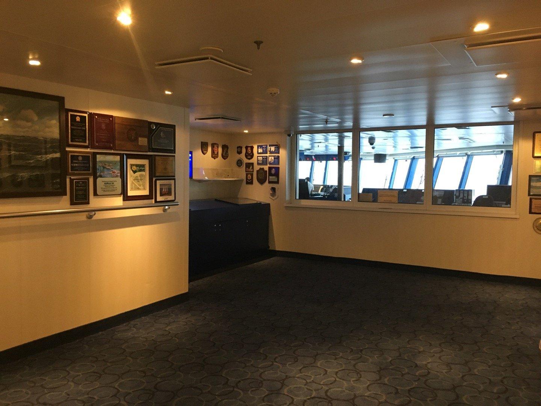 Sala de diplomas y puente de mando