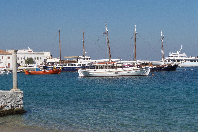 El puerto de Mykonos desde la playa